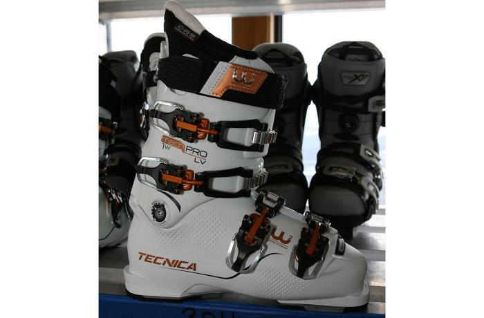2017-18 Tecnica Mach1 Pro W LV at America's Best Bootfitters Boot Test